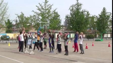 篮球原地双手胸前传接球-小学体育优质课 2018