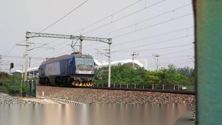2019年5月16日,HXD3B單機上行通過翠亨路地道。
