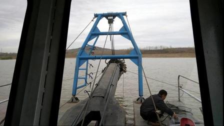 山东河道挖泥船在试机呢