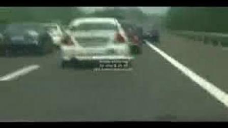 20辆马自达M6在高速公路围堵悍马  汽车