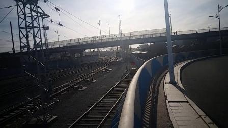 5.3日牙克石市卧龙岗大桥,K1302(满洲里—北京)通过,本务哈局三段HXD3D 0595号
