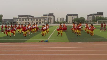 英吉沙县鲁英中学的安塞腰鼓比赛