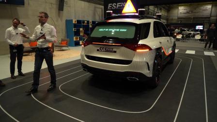梅赛德斯奔驰ESF2019后方警示牌机器人演示
