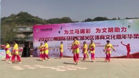2019兰马金百合队表演柔力球