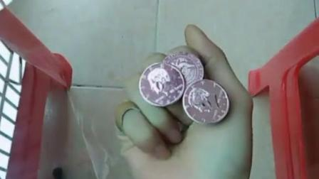 刘谦穿硬币破解版。