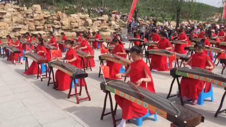 庆祝建国70周年2009古筝日郭春腾千人大合奏