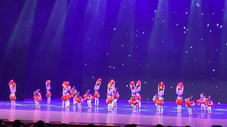 2019.5.14俏俏在天津市少儿舞蹈大赛闭幕式上表演《五谷丰登》