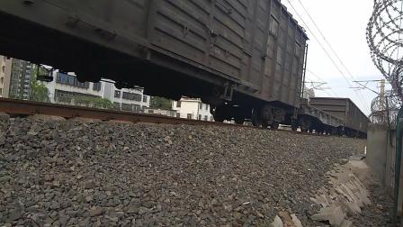 醉美胶济DF8B5467牵引42042次列车淄博站两道通过