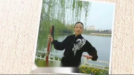 柯老师在月季园表演的二十四式太极剑