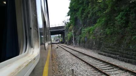 (老铁路 连续鸣笛 轮轨声)SS3牵引5629(重庆 遵义西)进綦江站