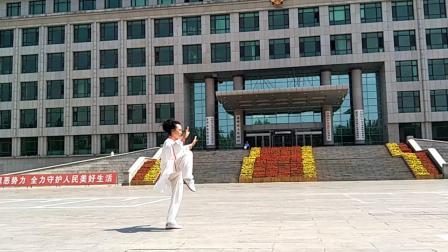 盖州市芙蓉花园队 苏萍表演  杨式42式太极拳(2019年5月25日)