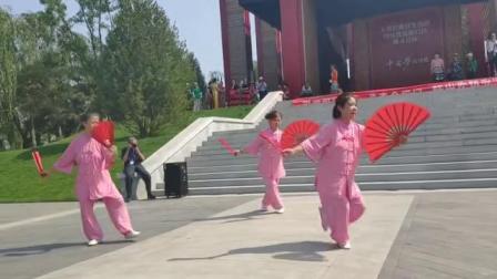 """二零一九年五月二十五起,北京""""云水禅心""""太极队表演的48式太极双扇视频"""