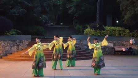 人和舞蹈队《千古一醉》参加:李俐、李炳娇、陈佳兰、张兴菊。🌺🌺🌺🌷🌷🌷🌸🌸🌸