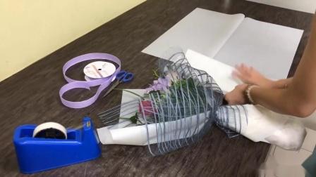 花束包装方法教程包装小苍兰与玫瑰花束