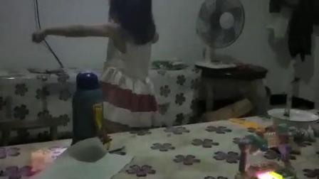 小可爱跳一曲