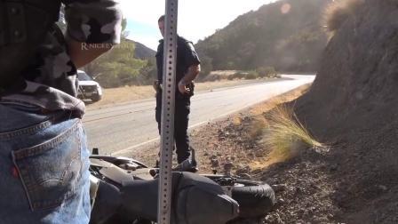 zx10r压弯看见警察后慌了 车祸