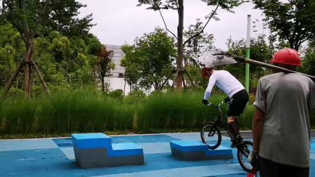 攀爬自行车/障碍自行车/自行车技巧