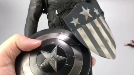 美国队长居然有两面盾牌,啥条件啊家里有矿啊?漫威