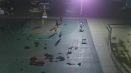 2019年5月27日晚 20:43 ,福建省南平市延平区体育公园流浪狗,无人管理