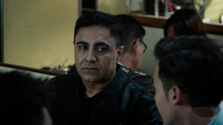 《机动部队》国语 23 PTU队员在餐厅看到阿Rai被人追杀,阿Rai拒绝接受警察帮助