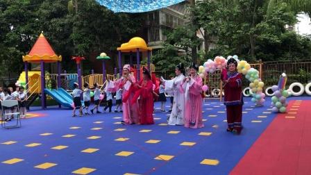闽剧《闹花灯》,白马河闽剧社主演,长颈鹿幼儿园小朋友共同参与活动。