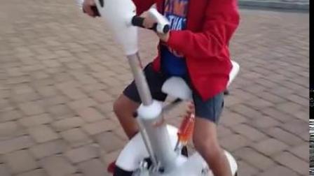 国外小孩玩airwheel a3 智能平衡车,玩的不亦乐乎