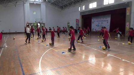 足球脚内侧运球动作方法190531065532~1