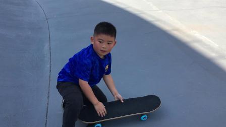 【7岁】10-2哈哈在浦东郊野公园滑板U形池玩滑板IMG_1017.MOV
