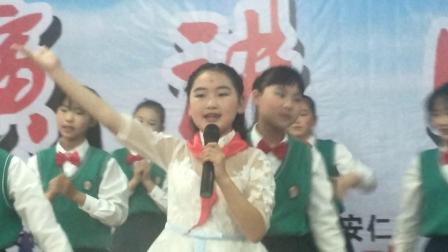 侯汶宜演唱歌伴舞《感恩的心》老师刘凤花何坤球编排。侯书林摄影并上传(2019.6.1)。