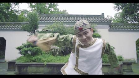 孙科集训班俏皮古典「京韵小调」这样欢脱俏皮的二傻子形象,想必你们是第一次见,是不是很惊喜!