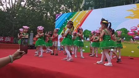 """孙女六一儿童节跳的""""快乐小猪"""""""
