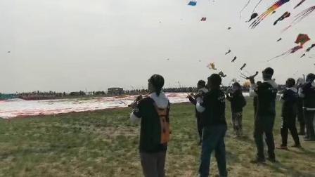 黑哥银滩风筝俱乐部在2019年潍坊国际风筝节上的精彩四线编队表演