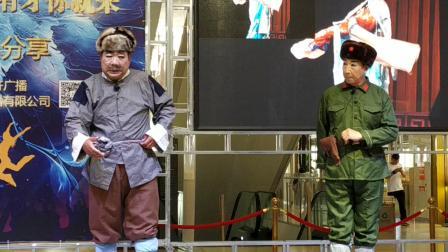 张峰,演出京剧《智取威虎山》自己的队伍来到面前。