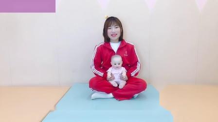 适合7-9个月宝宝做的感统运动之小皮球