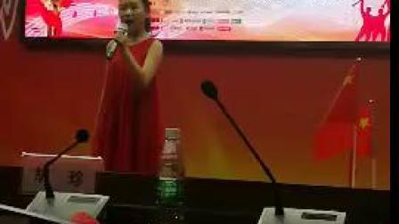 侯汶宜独唱《九儿》在安仁广电局半决赛上(侯芬摄影,侯书林上传)。
