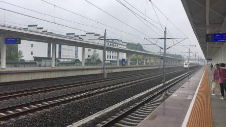 杭昌高速线杭黄段 G1452次复兴号达速通过桐庐站!