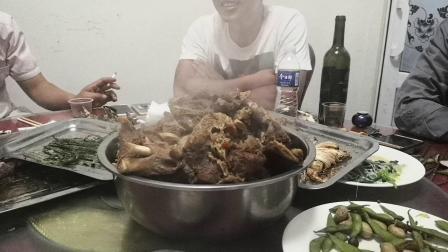 王泽铺昆虫小镇的野味食品大餐