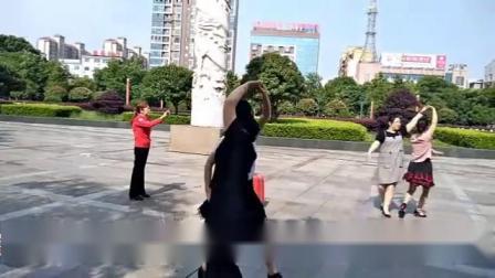 华容舞友张哥,蓝玫瑰,杨丽君,陈爱华,熊丽萍,美女x共跳《三步踩》《网络一线牵》