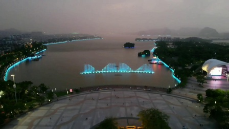 雨夜肇庆七星岩牌坊广场