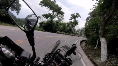 摩旅西藏经过重庆盘山路,弯多弯急,大车还多,比较危险!!!