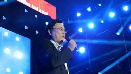冯宝宏参加俄罗斯图列茨基合唱团世界巡演北京站《胜利之歌》大型音乐会演唱《新货郎》。20190525