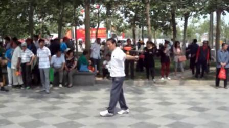 《背水一战》天坛许师傅在2013保定国际空竹节场外交流