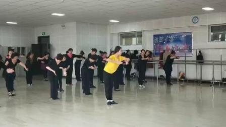 2019年维族舞8班舞蹈达坂城的姑娘