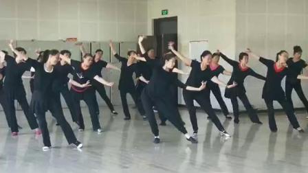 2019年3---6月份维族舞8班维族舞