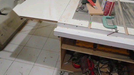 DIY轨道锯DIY Universal Track saw guide with self clamps