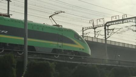 绿色复兴号通过钱江二桥