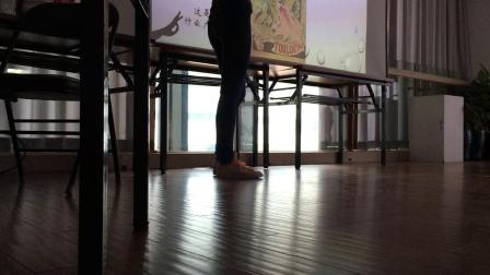 190615-10:57安雅美梦学习展览导览课老师rita慕夏讲座 葡萄酒广告画