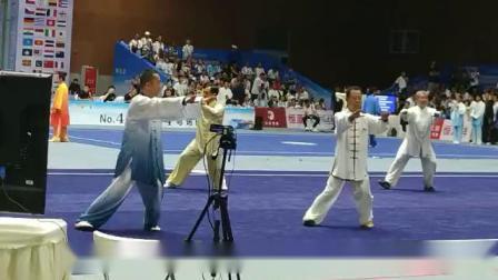 杨式40式太极拳由李普会于2019年6月16日在第八届世界传统武术锦标赛上的男子D组比赛实况,地点在峨眉山市旅游展览中心。