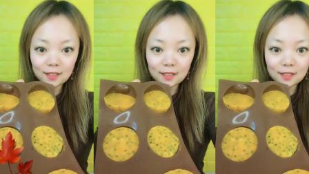 美女在家吃冰块:吃巧克力球块、巧克力纽扣、果冻串串!