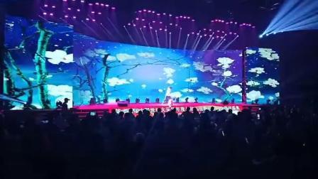 著名舞蹈家冰导老师在央视舞台表演娱道文化传媒李志老师的作品《有关伤》,太棒了!冰美老师您太给力了[强][强][强]